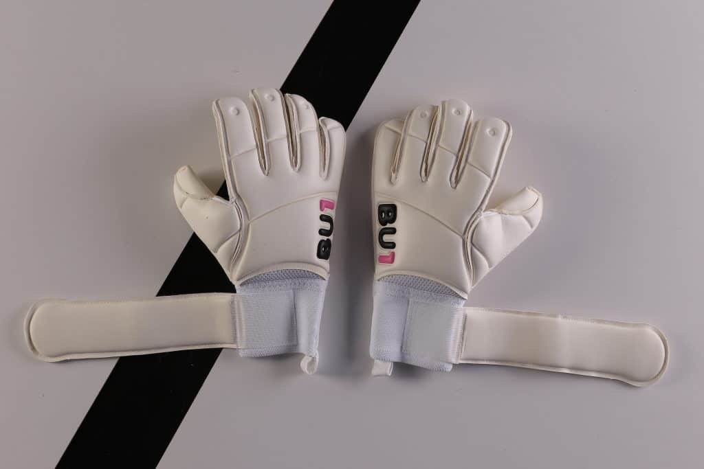 BU1 Classic white goalkeeper gloves Roll Finger
